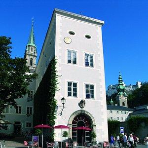 Die Fassade des Rupertinum wurde von Friedensreich Hundertwasser gestaltet.