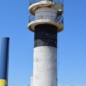 El faro Punta atalaya en un día claro