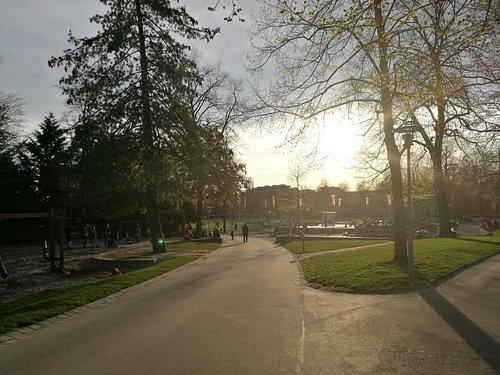 Le parc depuis la place de jeu