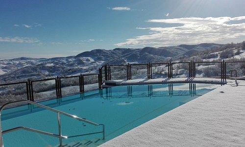 Anche inverno la piscina fa la sua bella figura.
