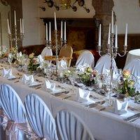 gedeckter Rittesaal für das Festmahl