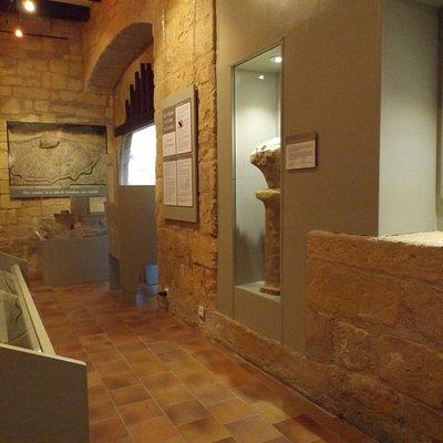 Salle du Majou : présentation de la construction de la ville et histoire du château