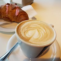 Cappuccino e Cornetto integrale ai Frutti di bosco... E parte la giornata!