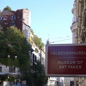 Fälschermuseum vis a vis Hundertwasserhaus Wien