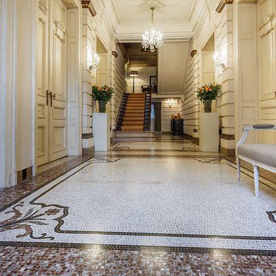 An overwhelming entrance-hall with huge staircase and all the entrances to the notary's chambers