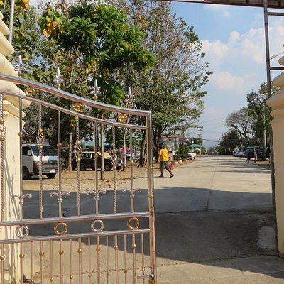 9入口からお寺へ来た道路、右側にもう一本あり