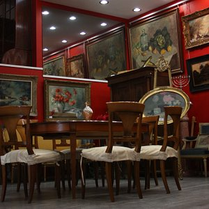 One of the features of the gallery is a successful combination of antiques and modern art i
