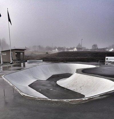 Volda Skatepark ligg ved Mørehallen og Volda stadion