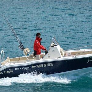 Un bateau moderne et bien équipé