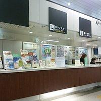 新幹線改札口を出てすぐ左にあります