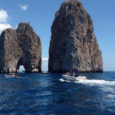 Excursion Capri Faraglioni Boat