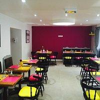 Salle de Restaurant moderne , accueillante et chaleureuse. Venez nombreux...