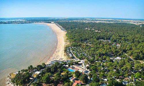 Vue aérienne du Camping Bois Soleil et la plage de Saint-Georges-de-Dionne