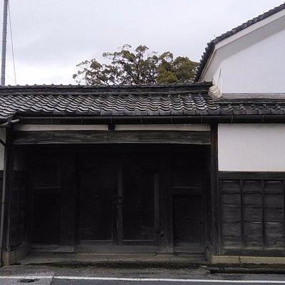 豊会館長屋門と土蔵