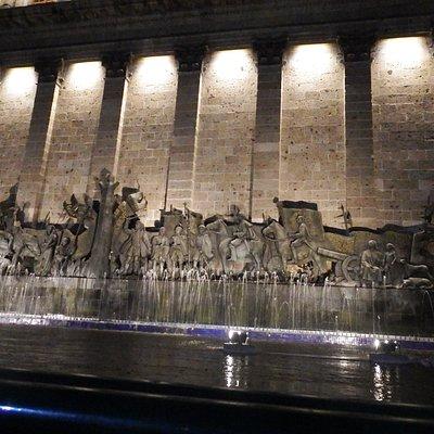 Historia de Guadalajara en un mural con relieve