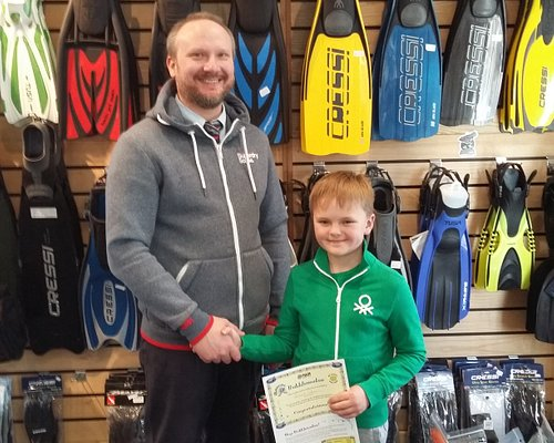 One of our Junior divers receiving his Bubblemaker certificate.