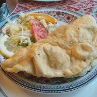 Kings Prawnx Puri, une sorte de crêpe frite avec une préparation de scampis