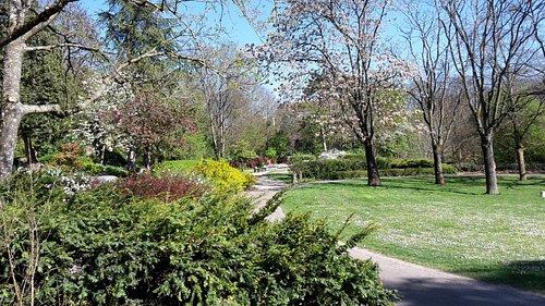 Très joli parc fleuri .encore plus intéressant à voir pendant l'été