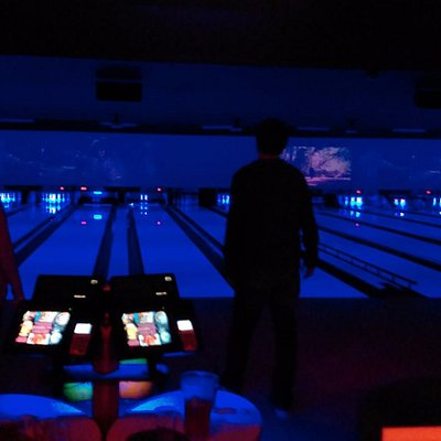 They show old movies above the lanes, and there were black lights when we were there. Not sure i