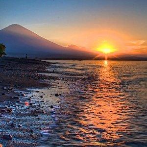whooa...what a beautiful sunrise