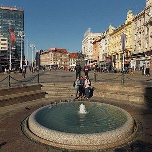 Ban Jelačić Square - the central square of Zagreb, City tours in English, Español, Português Zag