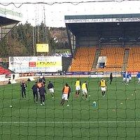 Heart of Midlothian FC warm up at McDiarmid Park.