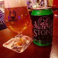 Pub-birreria con una vasta gamma di birre. Deliziamo i nostri clienti anche con ottimi cibi. La