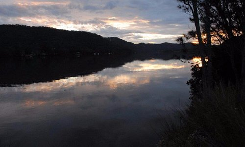 The Hawkesbury River forms a boundary of the Dharug NP.