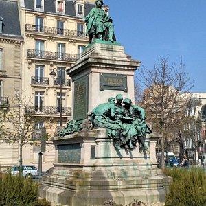 Памятник Александру Дюма.