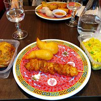 crabe farci, beignets de crevettes, riz fort médiocres, brochette de poulet caramélisé délicieus