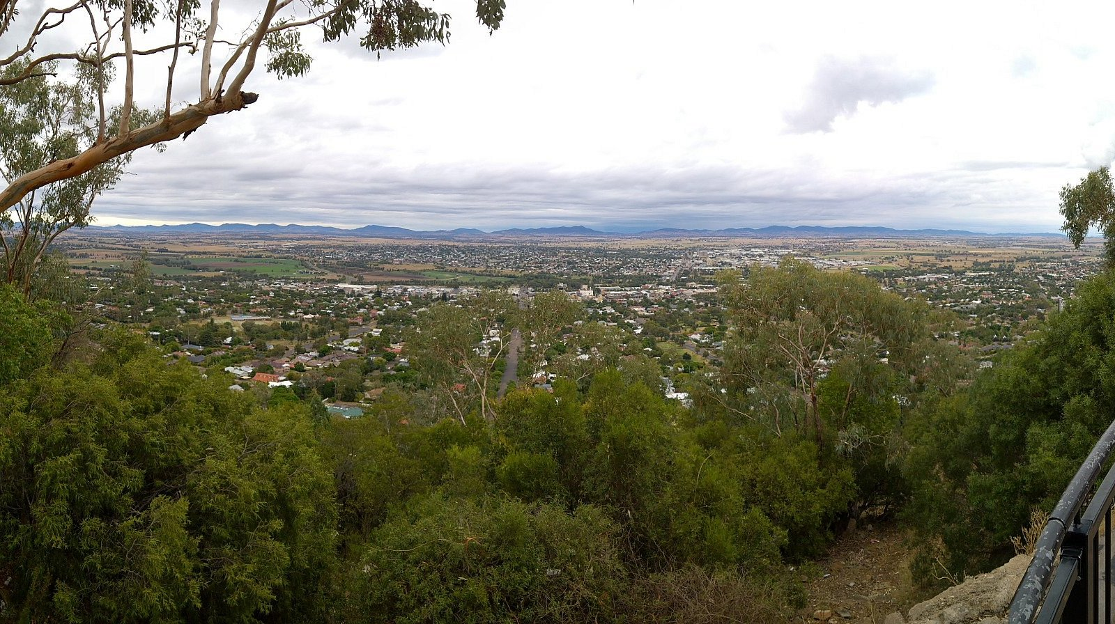View fom Oxley lookout over Tamworth