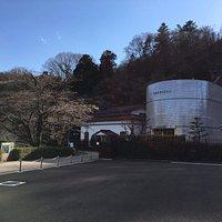 三居沢電気百年館と発電所の外観