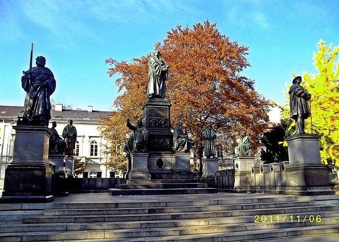 Памятник Мартину Лютеру в Вормсе.