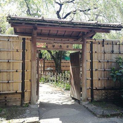 入口は王子の名主の滝公園に似ている