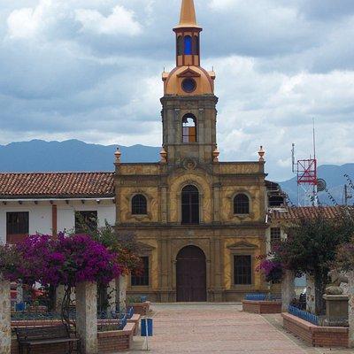 Hermosa Iglesia estilo colonial, herencia de la conquista española.