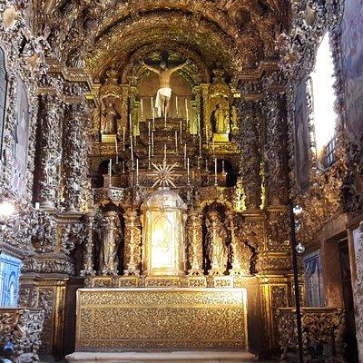 Altar-mor da igreja.