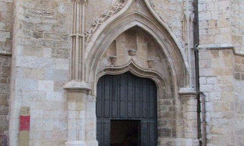 Puerta lateral Iglesia San Pablo.