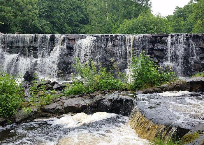 På denna plats låg 1767 en sågkvarn, Nya Mölla, som tillhörde Skillinge gods. Numera används fal