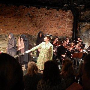 Aliasteatern med plats för orkester, spelades gjorde operetten orfeus i underjorden