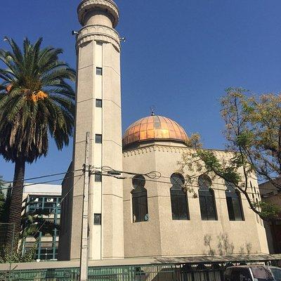 La mezquita está sobre un barrio muy tranquilo que vale la pena recorrer a pie.