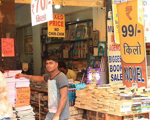 This shop sells books in kilos!