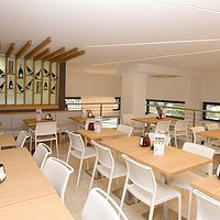 Luminoso soppalco per colazioni, aperitivi, pranzi e anche per le proposte della nostra brasseri