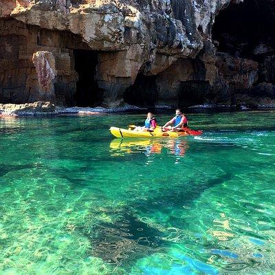 Ven y disfruta de nuestras excursiones de kayak.