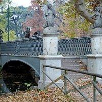 Ponte delle Sirenette in abito autunnale