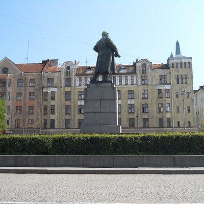 Памятник Ленина с другого ракурса