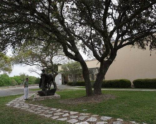 The grounds on the Museum before the entrance