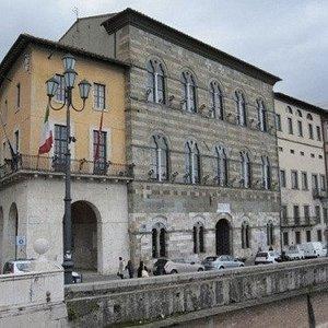 -- La sede dell'amministrazione comunale --