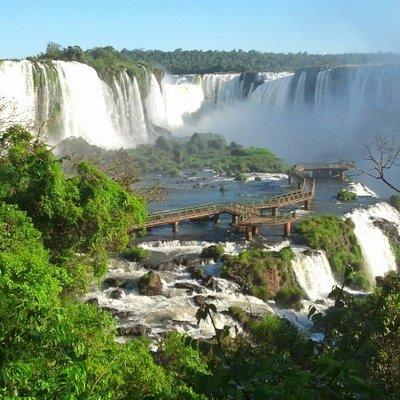 Ao fundo avistamos o Salto União (Garganta do Diabo), fica na fronteira entre Brasil e Argentina