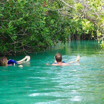 Flotter entre deux lagunes de Sian Ka'an avec Frank