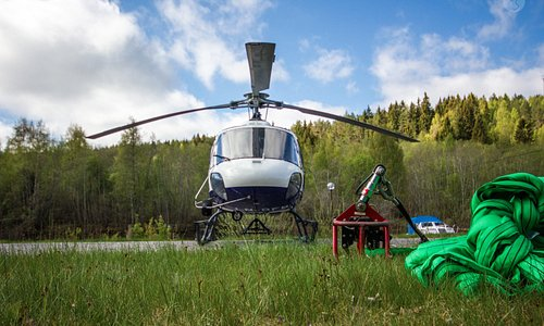 Helitrans main focus is sling loading. Helitrans pilotes are versatile, know your helicopter byh